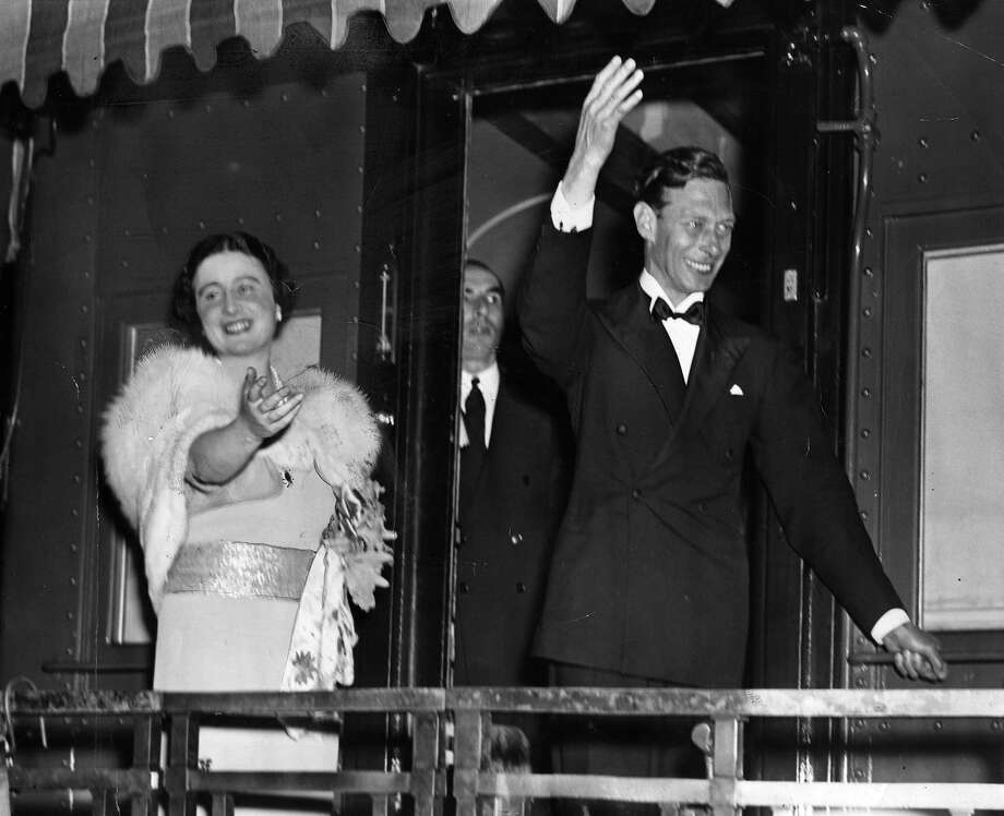1939:  King George VI (1895 - 1952) and Queen Elizabeth (1900 - 2002) wave from the observation platform of their train as they leave America. Photo: Hulton Archive, Getty Images / Hulton Royals Collection
