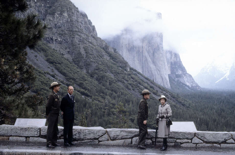 1983: Queen Elizabeth II and Prince Philip, Duke of Edinburgh are shown the views at Inspiration Point at Yosemite National Park. Photo: David Levenson, Getty Images / 1983 Getty Images