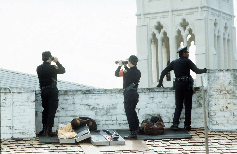 1983: Officers provide security for a visit by the Queen to Sacramento., Photo: Tim Graham, Tim Graham/Getty Images / Tim Graham Photo Library