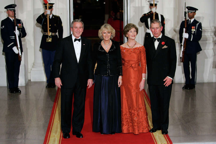 2005: TRH Prince Charles, Prince of Wales and Camilla, Duchess of Cornwall pose with President George W Bush and First Lady Laura Bush at a dinner held at the White House. Photo: Tim Graham, Tim Graham/Getty Images / 2005 Tim Graham
