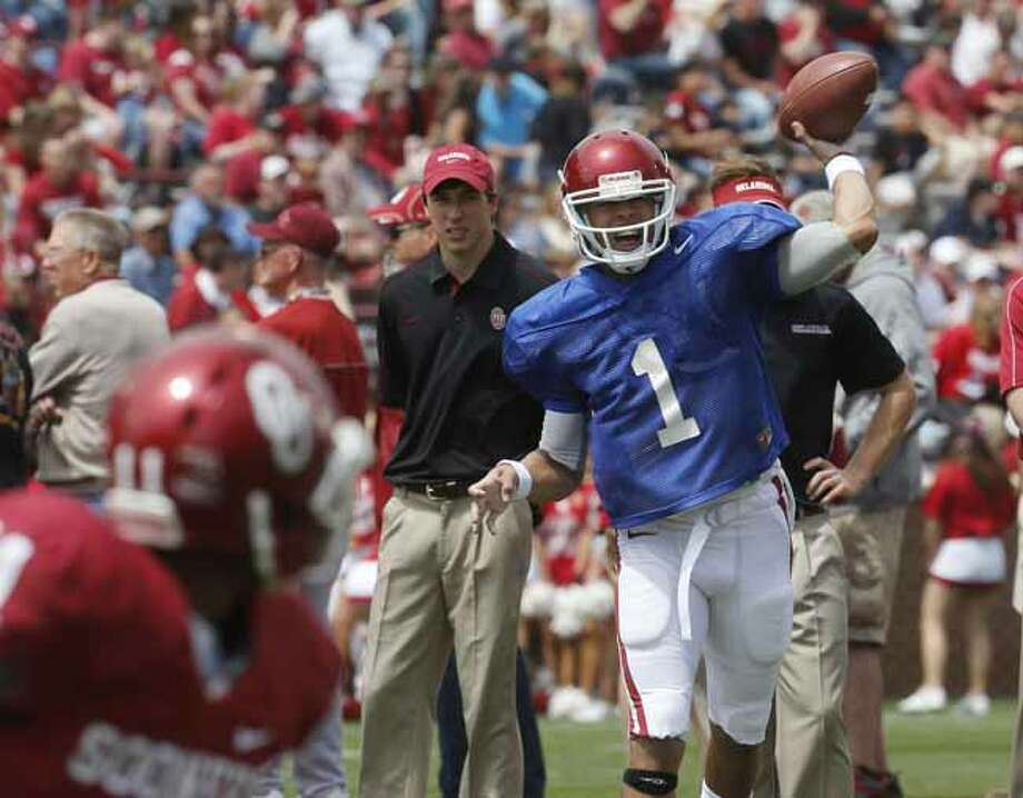 Oklahoma quarterback Kendal Thompson (1) passes before the start of the Oklahoma spring intra-squad NCAA college football game in Norman, Okla., Saturday, April 13, 2013. (AP Photo/Sue Ogrocki) Photo: Sue Ogrocki, Associated Press / AP