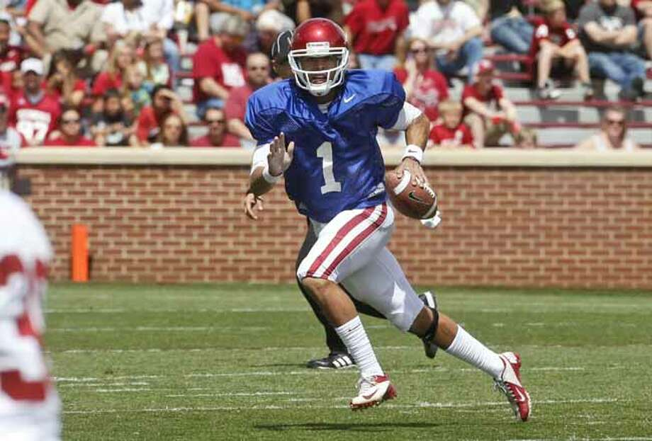 Oklahoma quarterback Kendal Thompson (1) carries during the Oklahoma spring intra-squad NCAA college football game in Norman, Okla., Saturday, April 13, 2013. (AP Photo/Sue Ogrocki) Photo: Sue Ogrocki, Associated Press / AP