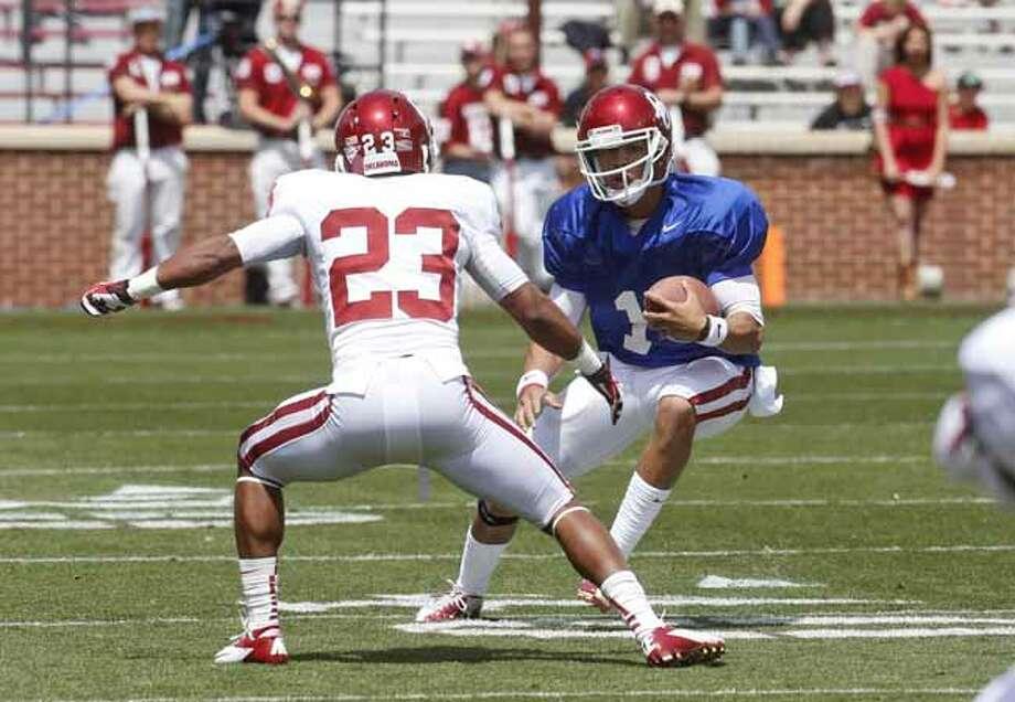 Oklahoma quarterback Kendal Thompson (1) carries during the Oklahoma spring intra-squad NCAA college football game in Norman, Okla., Saturday, April 13, 2013. (AP Photo/Sue Ogrocki) Photo: Sue Ogrocki, Associated Press / AP