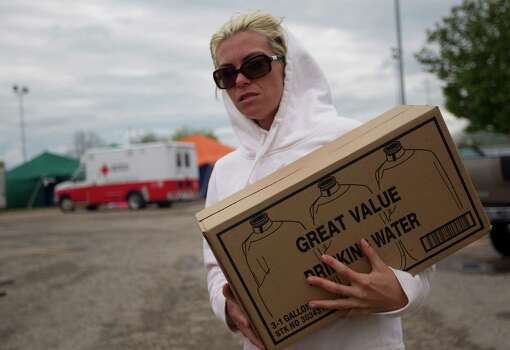 Heather Reznicek of Waco, delivers water to the city community center for the victims of the West Fertilizer Co. explosion. Photo: Johnny Hanson, Houston Chronicle / © 2013  Houston Chronicle
