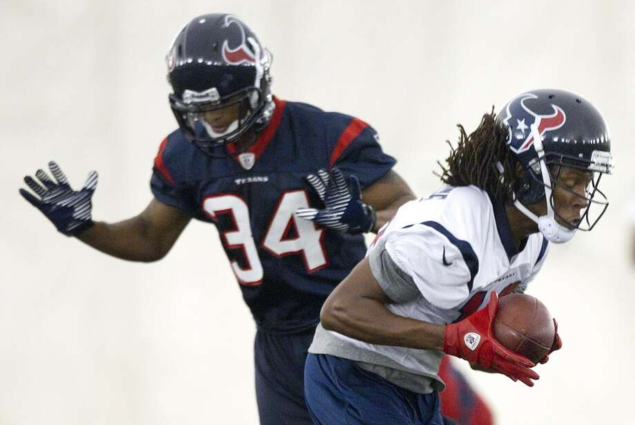 Wide receiver DeAndre Hopkins (10) runs upfield after making a catch with cornerback A.J. Bouye (34) defending.
