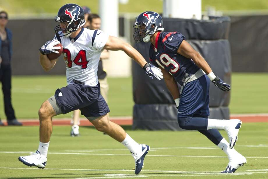 Tight end Ryan Griffin runs with the ball after making a catch against safety Jawanza Starling.