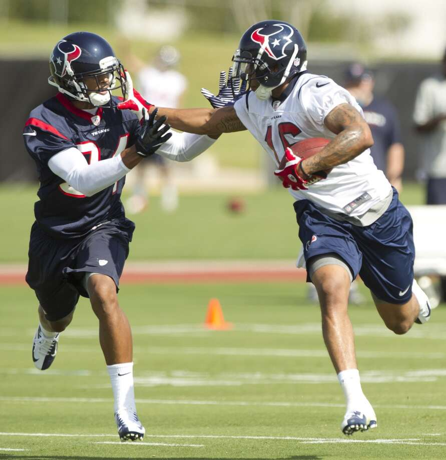 Wide receiver Alan Bonner runs with the ball after making a catch against cornerback A.J. Bouye.