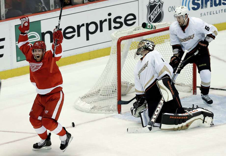 Red Wings right winger Daniel Cleary celebrates his goal that gave Detroit a short-lived, two-goal lead. Photo: Paul Sancya, STF / AP