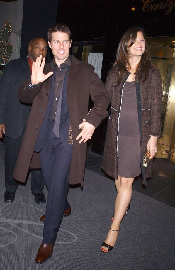 Tom Cruise and a pregnant Katie Holmes leave a hotel on December 14, 2005 in New York City. (Photo by Arnaldo Magnani/Getty Images)