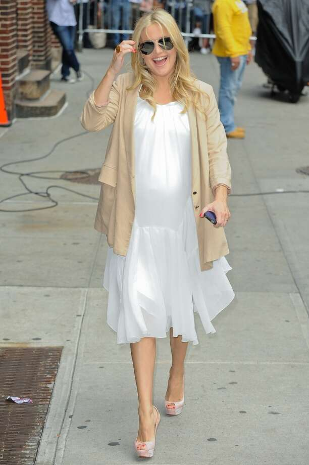 "Actress Kate Hudson enters the ""Late Show With David Letterman"" taping at the Ed Sullivan Theater on April 27, 2011 in New York City.  (Photo by Ray Tamarra/FilmMagic)"