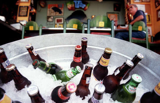 Bottles of beer on ice at La Tuna. Photo: San Antonio Express-News File Photo / SAN ANTONIO EXPRESS-NEWS