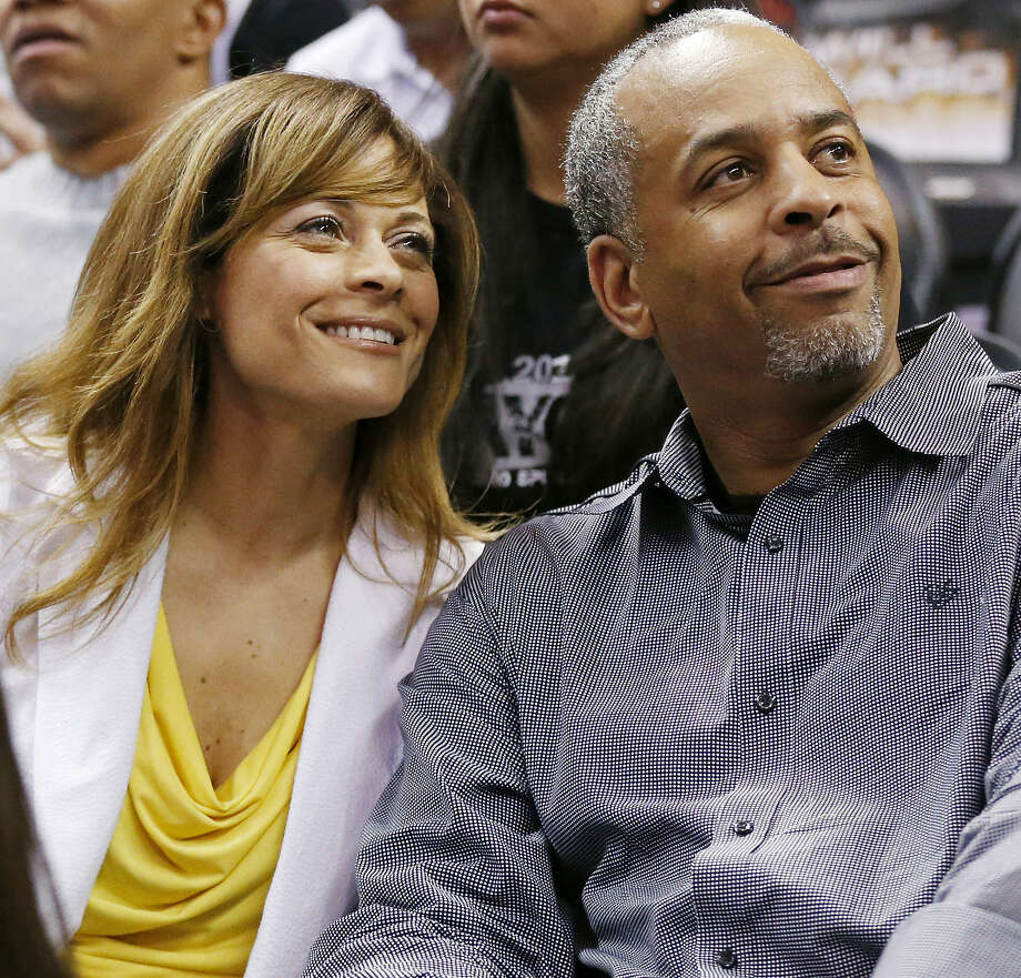 Stephen Curry's parents, Sonya and Dell, look on during Wednesday's Game 2 at the AT&T Center. Photo: Edward A. Ornelas / Express-News