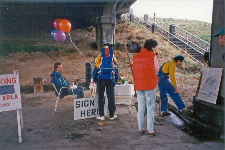 Volunteer sign-up area at the Troll site.  (Photo courtesy of Michael Falcone and 'The Hall of Giants')