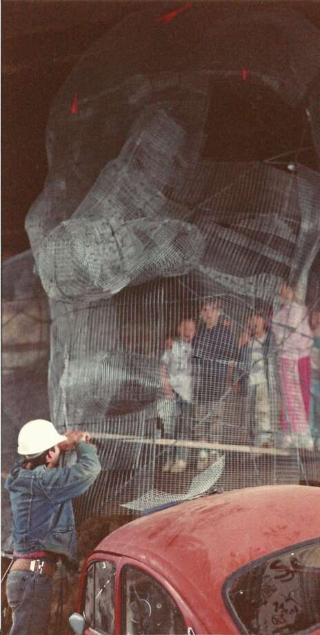 Troll artist Ross Whitehead with children inside wire-mesh used to create the Troll.  (Photo courtesy of Michael Falcone and 'The Hall of Giants')