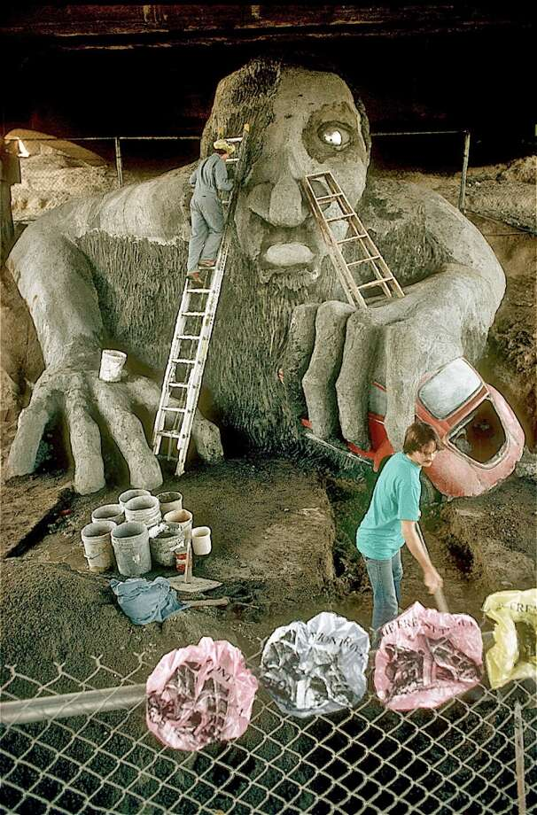 Lead Troll artist Steve Badanes on ladder with Maque Davis.  (Photo courtesy of Michael Falcone and 'The Hall of Giants')