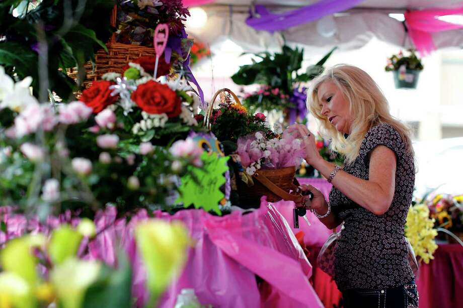 Kroger set up a special floral tent for Mother's Day. Photo: © TODD SPOTH, 2013 / © TODD SPOTH, 2013