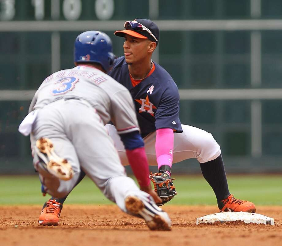 Ronny Cedeno of the Astros tries to force an out at second base. Photo: Nick De La Torre, Houston Chronicle