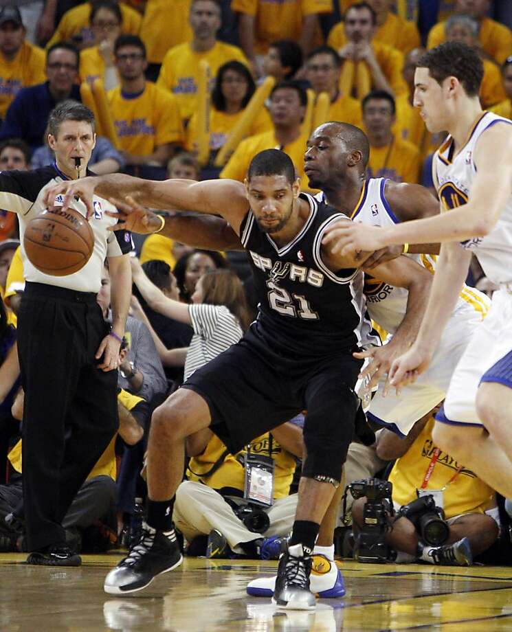 Tim Duncan (21) under pressure from Carl Landry (7) in the second half. The Golden State Warriors played the San Antonio Spurs in Game 4 of the Wester Conference Semifinals at Oracle Arena in Oakland, Calif., on Sunday, May 12, 2013. Photo: Carlos Avila Gonzalez, The Chronicle