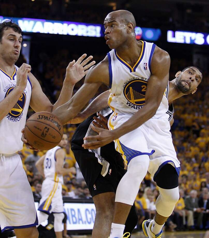 Jarrett Jack (2) passes the ball in the second half. The Golden State Warriors played the San Antonio Spurs in Game 4 of the Wester Conference Semifinals at Oracle Arena in Oakland, Calif., on Sunday, May 12, 2013. Photo: Carlos Avila Gonzalez, The Chronicle
