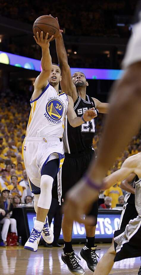 Stephen Curry (30) goes up for a shot defended by Tim Duncan (21) in the second half. The Golden State Warriors played the San Antonio Spurs in Game 4 of the Wester Conference Semifinals at Oracle Arena in Oakland, Calif., on Sunday, May 12, 2013. Photo: Carlos Avila Gonzalez, The Chronicle
