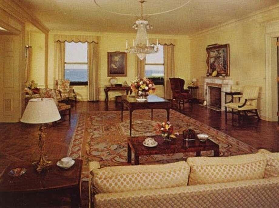 Interiors of Land's End, circa early 1980s. Photo via Old Long Island/SPLIA