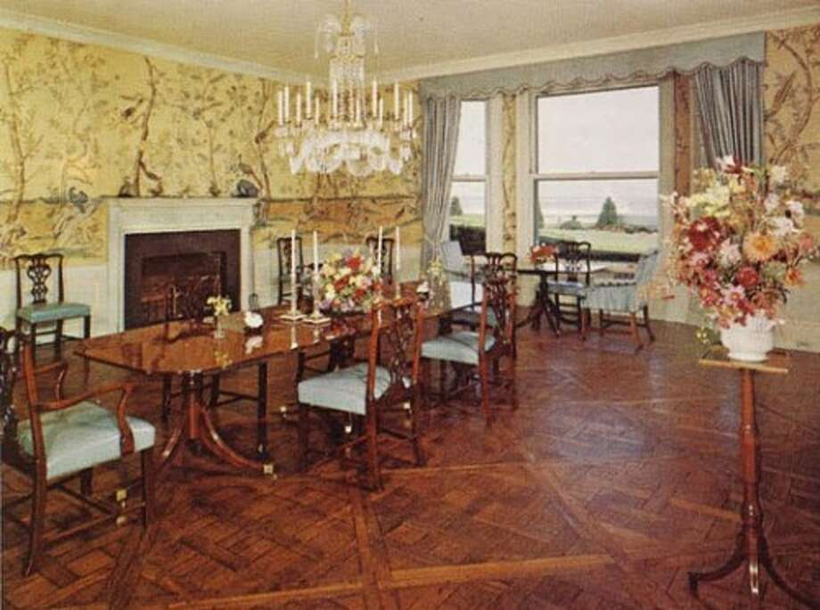 Dining area. Note very valuable Chinese wallpaper! Photo via Old Long Island/SPLIA.
