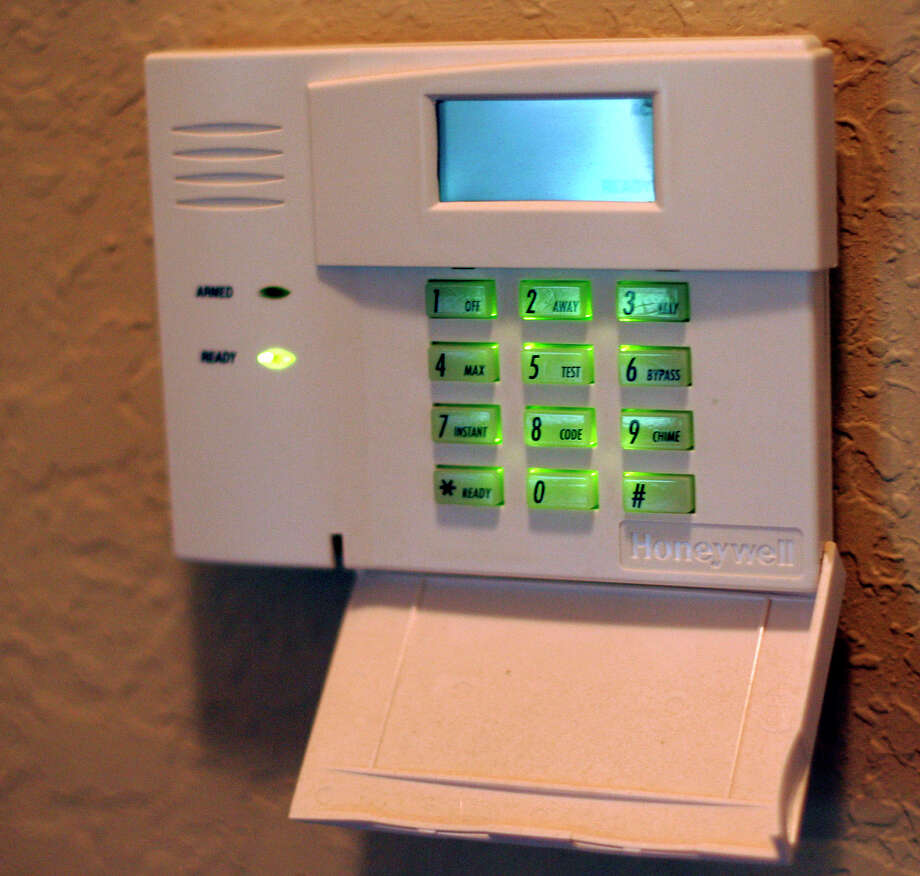 Install a programmable thermostat. Photo: J. MICHAEL SHORT, SPECIAL TO THE EXPRESS-NEWS / THE SAN ANTONIO EXPRESS-NEWS