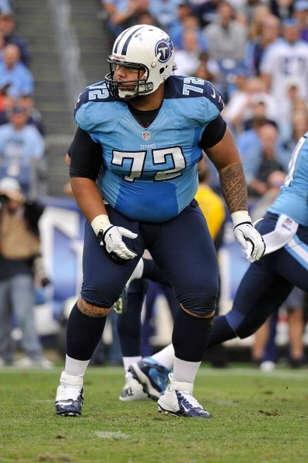 Deuce Lutui  Guard  Previous team: Tennessee Titans  Status: Unrestricted Photo: Frederick Breedon, Getty Images