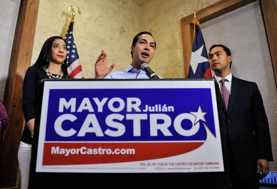 San Antonio mayor Julían Castro  speaks to supporters  after he won re-election. A reader expresses dissapointment over the low turnout of voters for the election. Photo: Robin Jerstad, For The Express-News / San Antonio Express-News