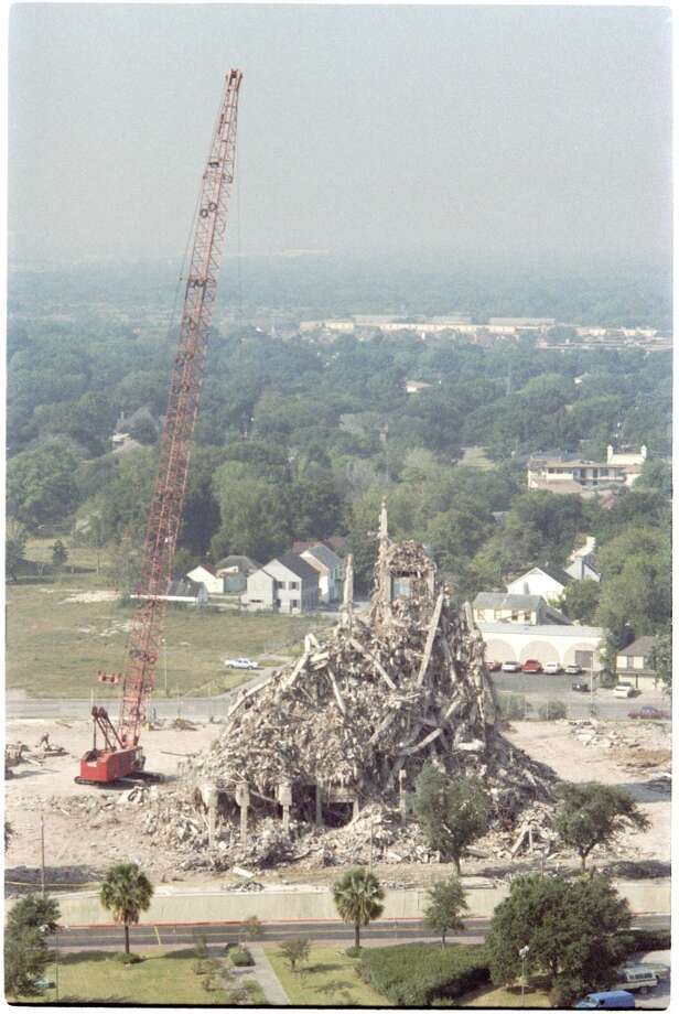 10/14/1987 -- The historic Shamrock Hilton Hotel Houston is demolished.  John Everett / Houston Chronicle