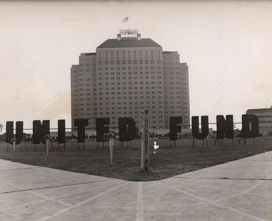 10/06/1952 -- Shamrock Hotel, Houston United Fund drive