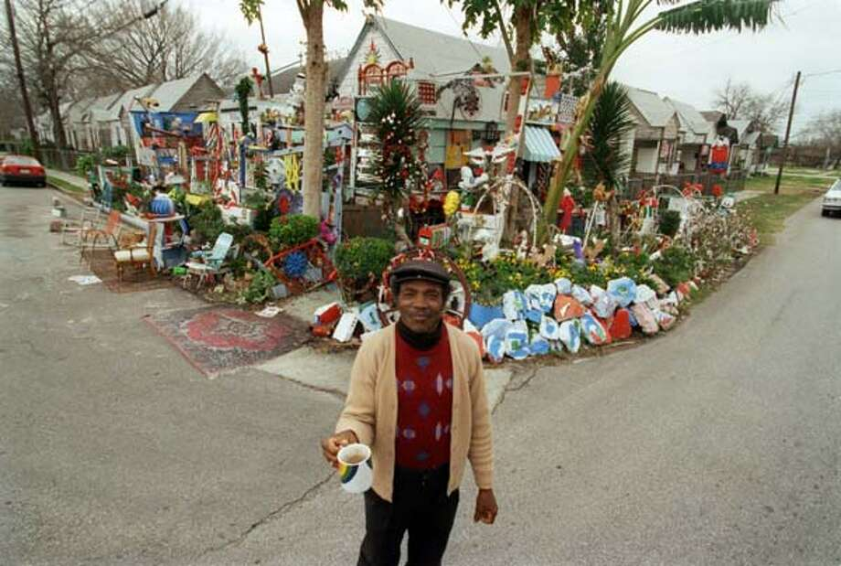 Cleveland 'The Flower Man' Turner is one of the most influential yard artists in the country. He plays with flowers and color every day. Photo: Ben DeSoto, Houston Chronicle / Houston Chronicle