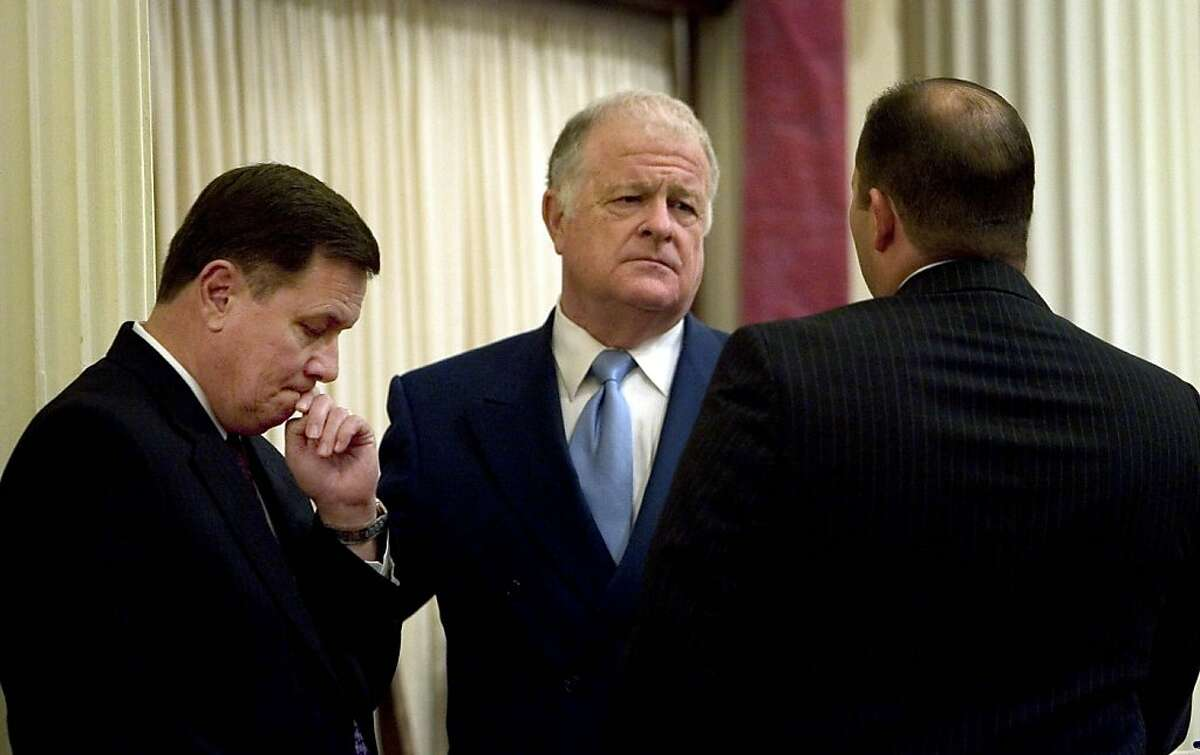 Don Perata (D-Oakland), center, president pro tem, of the state Senate, talks with Dave Cogdill, (R-Modesto), left, and Senate minority leader and Mike Villines (R-Clovis),right Assembly minority leader in the senate chamber in Sacramento, California, on Monday, September 15, 2008, before the state Senate was expected to vote on the state budget. The state budget is more than two months overdue.