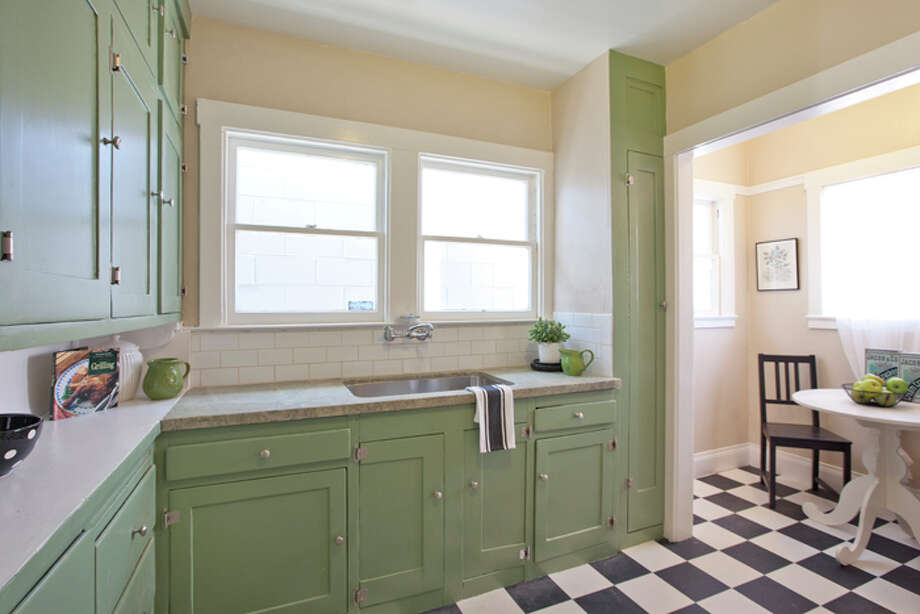 The kitchen includes space for a breakfast table. Photo: © Kiera Condrey