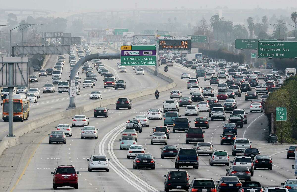 Los Angeles 29.3 minute travel time to work 67 percent drive alone  10 percent carpool  11 percent use public transit  4 percent walk 6 percent work from home