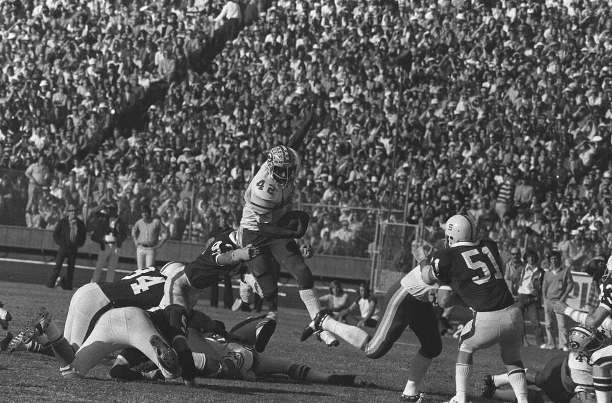 California running back Chuck Muncie (42) carries ball against Standford at Stanford Stadium, Palo Alto Nov. 22, 1975. The Bears won the game.