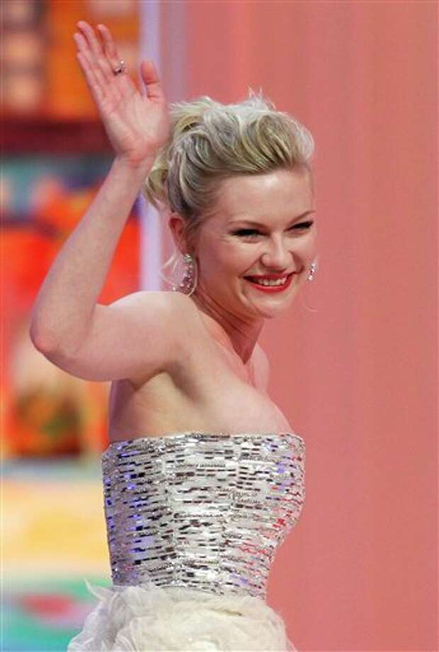 Actress Kirsten Dunst gestures to the crowd as she goes to accept the Best Actress award for the film Melancholia during the awards ceremony at the 64th international film festival, in Cannes, southern France, Sunday, May 22, 2011. Photo: Francois Mori, ASSOCIATED PRESS / AP2011