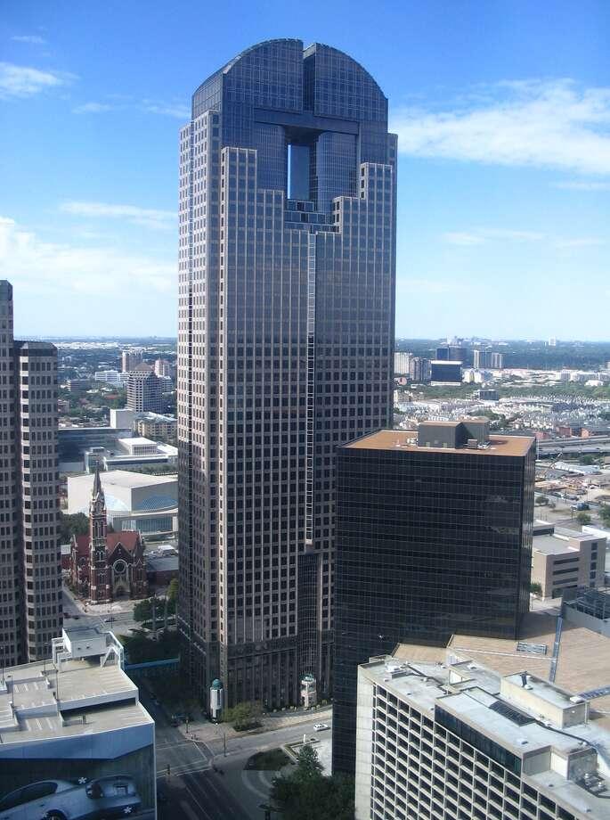 JPMorgan Chase Towerin Dallas: 738 feet, 55 stories
