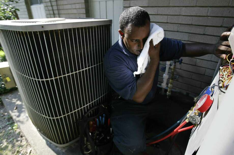 You turn on the heater and air conditioner in the same day. --EmmyOfTexas / Twitter Photo: Mayra Beltran, Houston Chronicle / Houston Chronicle