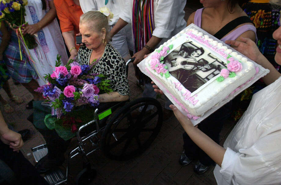 Lydia Mendoza, left, was honored in 2001, with the celebration of her 85th birthday, and the release of a book on her life. The event was held at Milam Park, also known as Plaza del Zacate. Photo: BOB OWEN, SAN ANTONIO EXPRESS-NEWS / SAN ANTONIO EXPRESS-NEWS