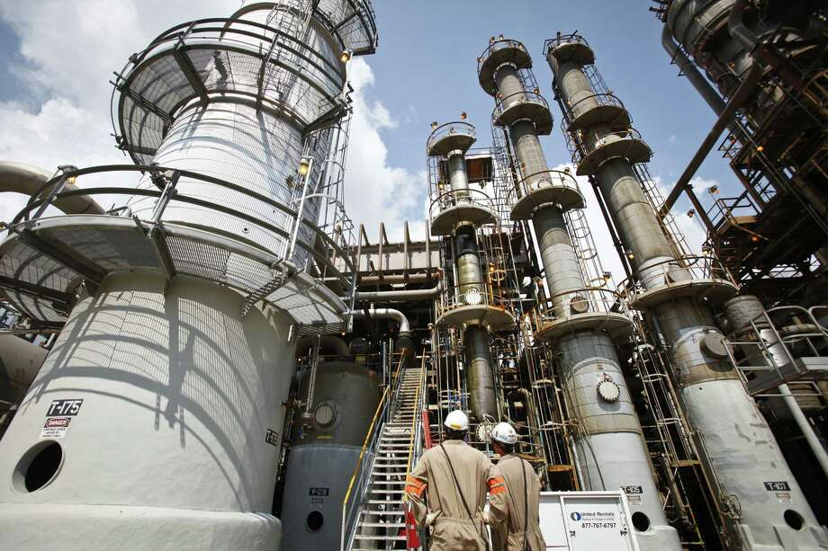 Celanese Corp.'s vinyl acetate unit in Pasadena. Celanese, based in Dallas, says it can create ethanol based on natural gas at a cost of about $1.50 per gallon. Photo: Michael Paulsen / Houston Chronicle