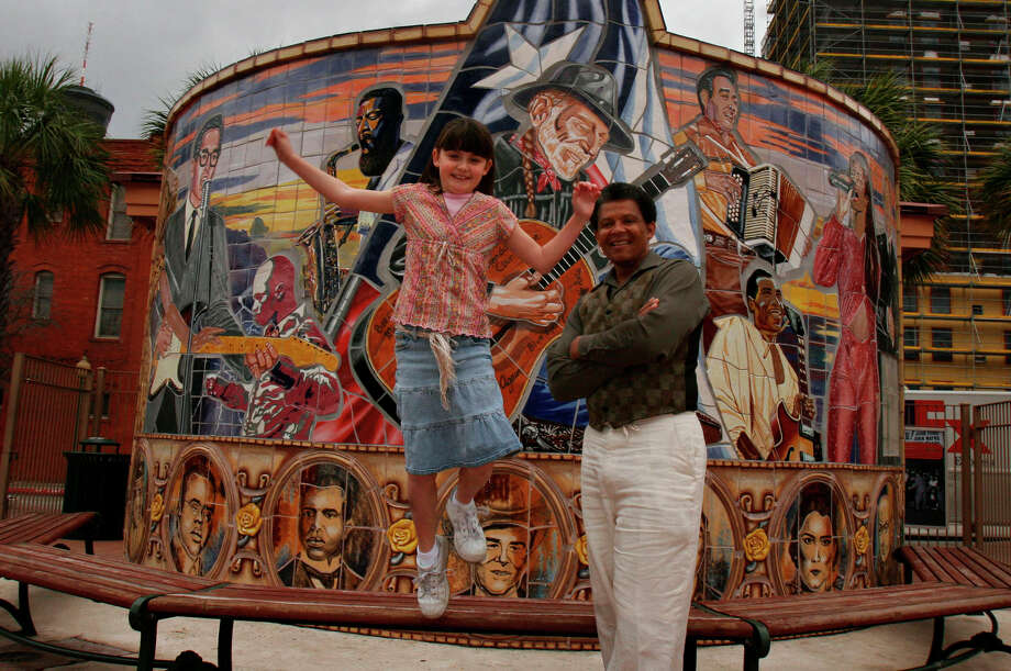 Artist Gary V. Lett poses for a photo with Fourth grader Alyx Pruitt, 9, (CQ) who helped create a mural honoring Texas born musicians at the entrance to Sunset Station in 2007. The 24 by 24 foot semi-circle mural featured Willie Nelson, Don Santiago, Sr., Blind Lemon Jefferson, Selena, Buddy Holly, Kirk Franklin, and Lydia Mendoza. The 18-month project was unveiled in 2005.  Photo: NICOLE FRUGE, SAN ANTONIO EXPRESS-NEWS / SAN ANTONIO EXPRESS-NEWS