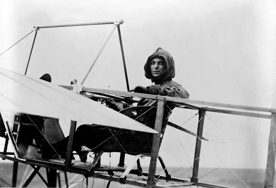 1911: Harriet Quimby was the first licensed female American pilot. She died the following year after she and a passenger were ejected from an airplane she was piloting. Photo: Apic / © Rue des Archives/RDA
