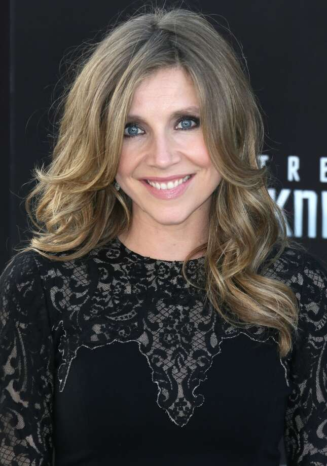 """HOLLYWOOD, CA - MAY 14:  Actress Sarah Chalke attends the premiere of Paramount Pictures' """"Star Trek Into Darkness"""" at the Dolby Theatre on May 14, 2013 in Hollywood, California.  (Photo by David Livingston/Getty Images)"""