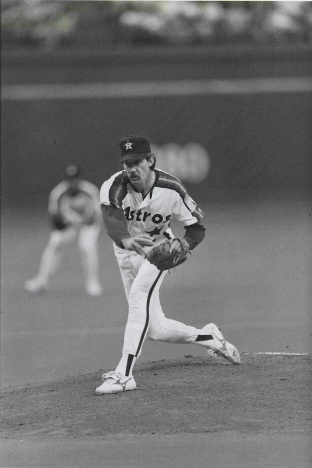 50. Danny Darwin, RHP (1986-1990, 1996)47-32 with a 3.21 ERA in 769.0 IP, with 543 Ks, an ERA+ of 113 and 12.5 Wins Above Replacement.   Dr. Death went 11-4 with 2.21 ERA in 1990, eking out just enough innings (162 2/3) to win National League ERA title. Photo: Howard Castleberry, Houston Chronicle / Houston Chronicle
