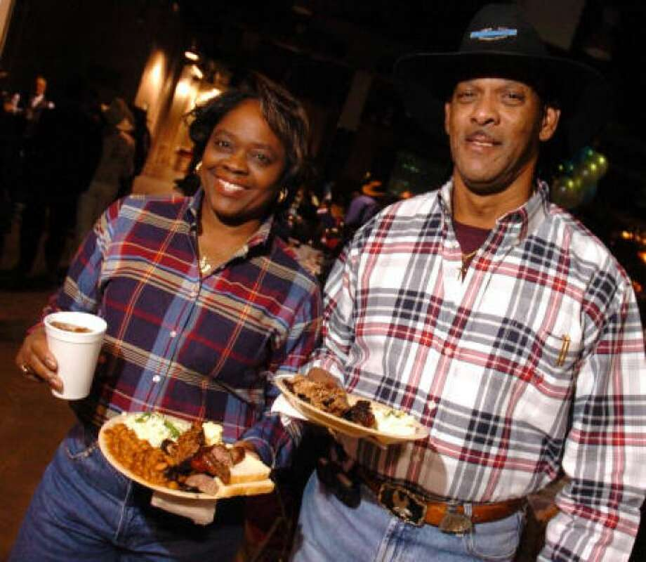 Harlon's Barbecue Grab a plate at 6930 Martin Luther King Jr Blvd.  PHOTO BY DAVE ROSSMAN/FOR THE CHRONICLE