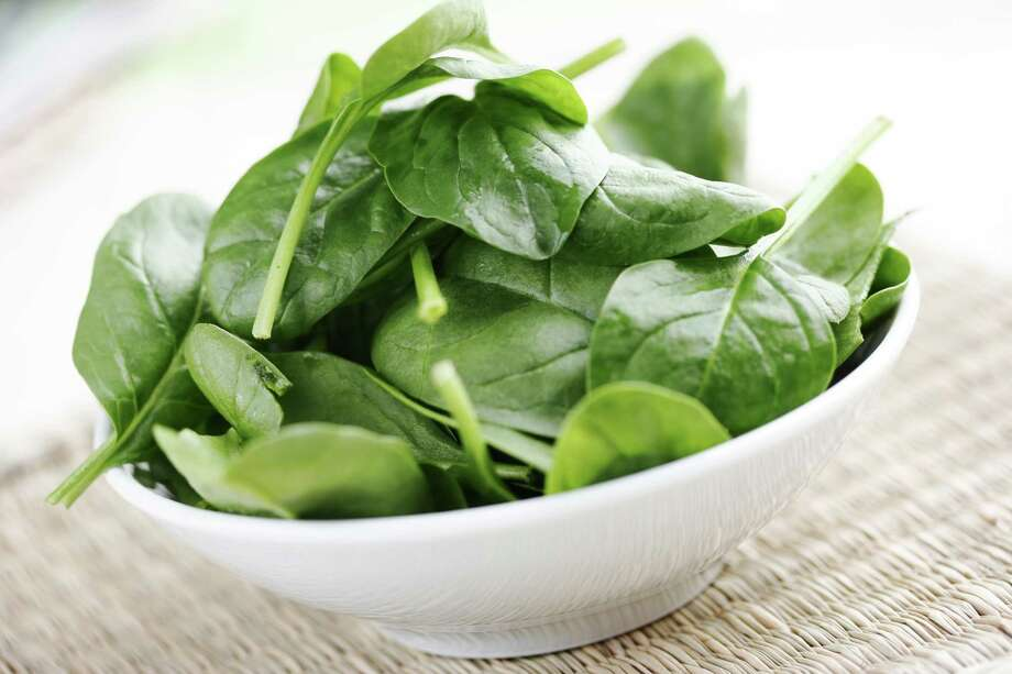 spinach salad/Fotolia Photo: Unknown / Liv Friis-larsen - Fotolia