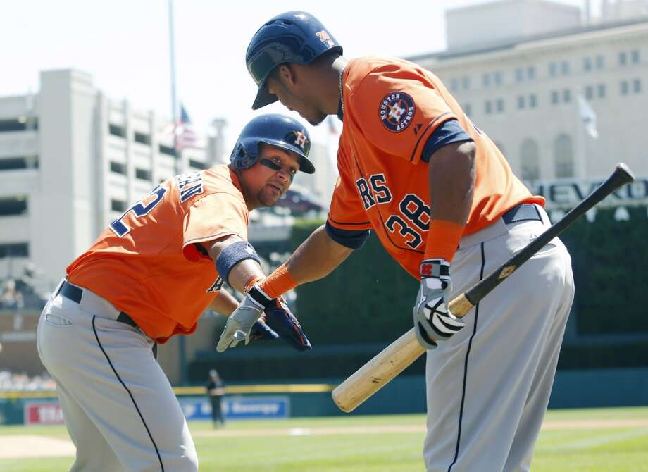 Carlos Corporan celebrates his solo home run with Jimmy Paredes, right, in the second inning.