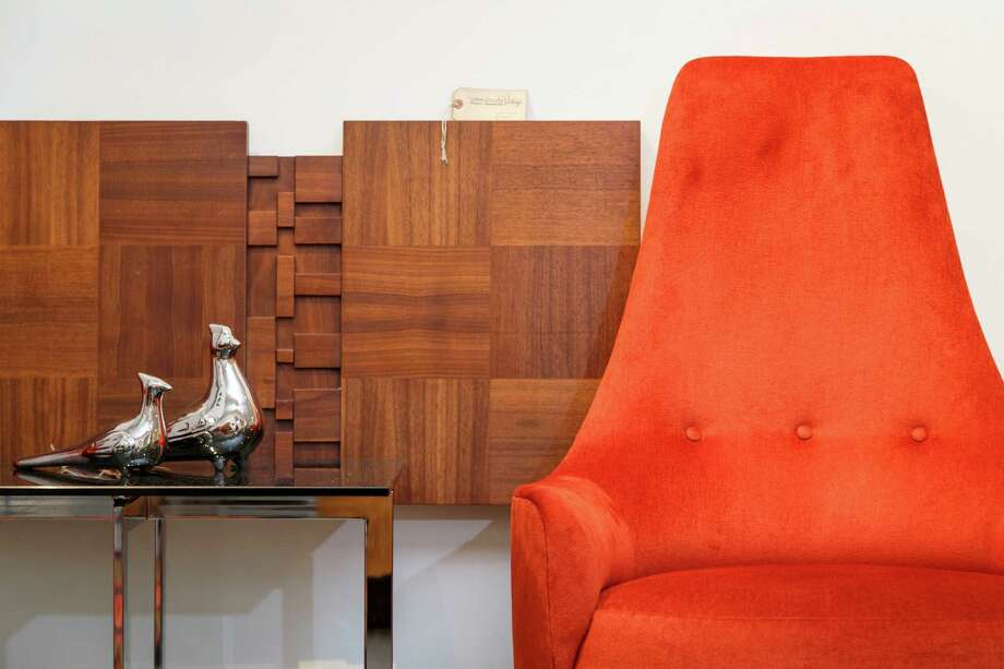 Bon Vintage Furniture And Decorative Arts Are The Focus Of Lynn Goode Vintage.  Photo: Michael