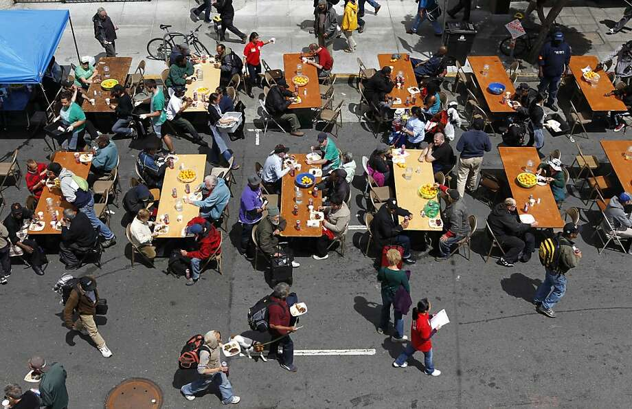 Community organizations and personnel serve 6,000 hot meals to Tenderloin residents during a diaster drill. Photo: Paul Chinn, The Chronicle